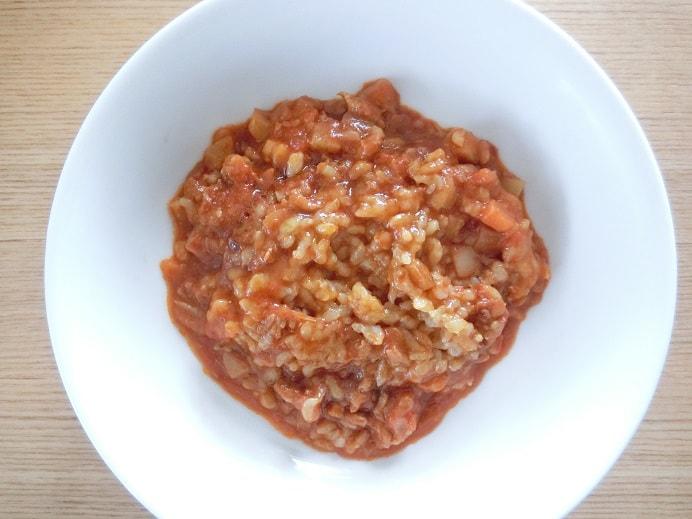器に入れたフィットデリトマト玄米味